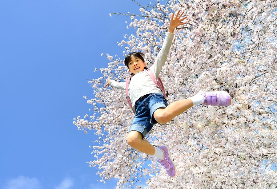 春を迎えた小学生のイメージ